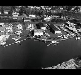 41.Kenmore_Air_Harbor-