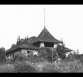 130.Decrepit_Kenmore_schoolhouse